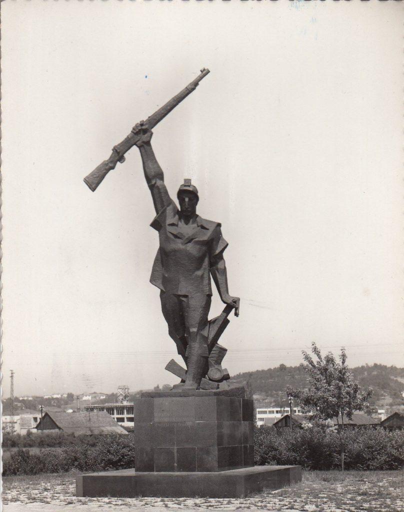 Spomenik 'Husinski rudar' u Tuzli