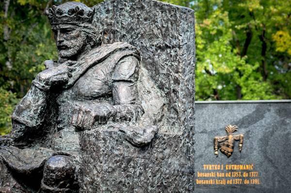 kralj tvrtko spomenik tuzla
