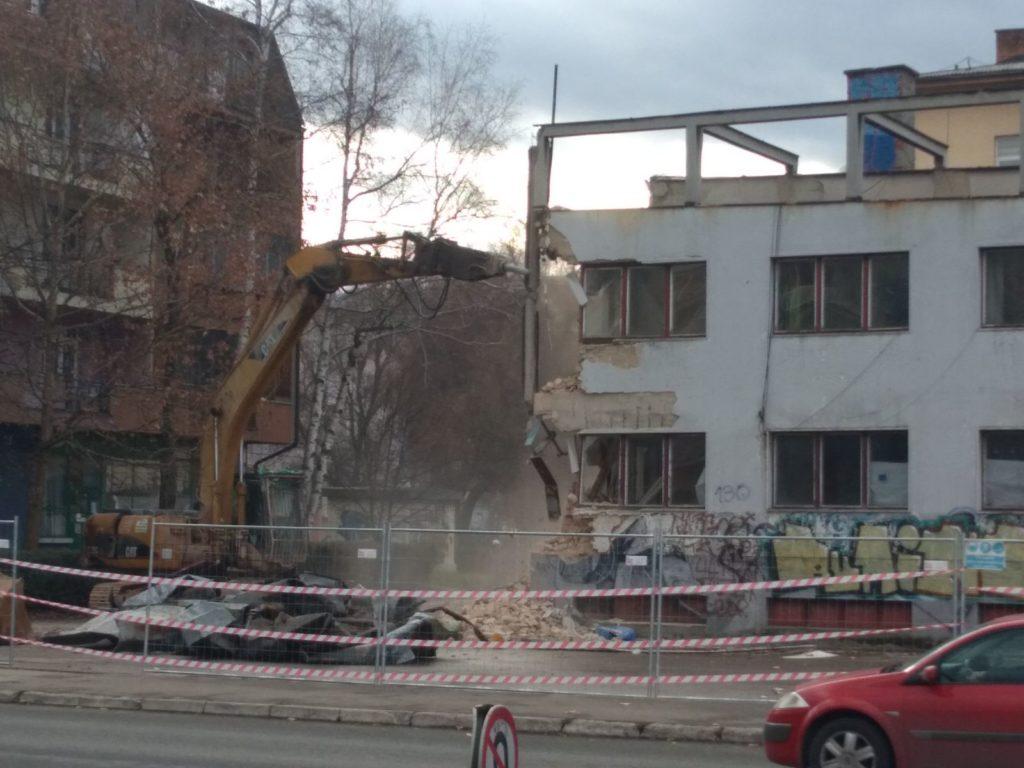 Počelo rušenje bivšeg ''Kina Mladost'' u Tuzli
