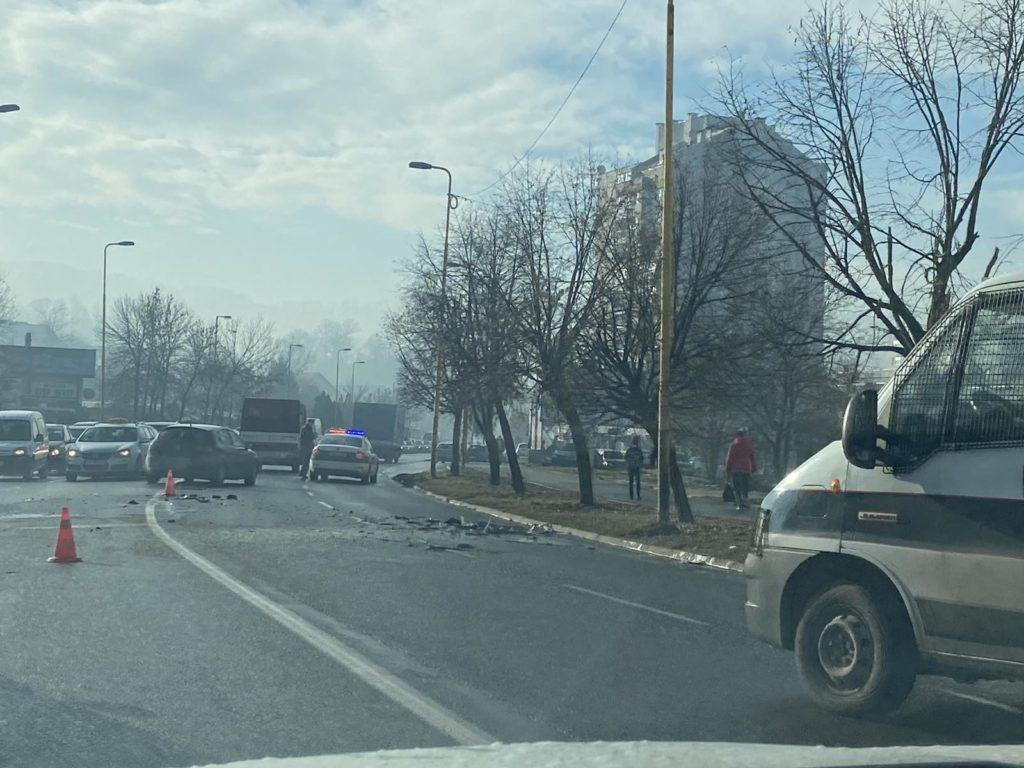 Teška saobraćajna nesreća u Tuzli, povrijeđeni prevezeni na UKC