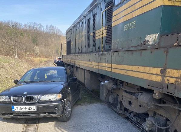 Sudar voza i automobila kod Srebrenika, povrijeđena jedna osoba (FOTO)