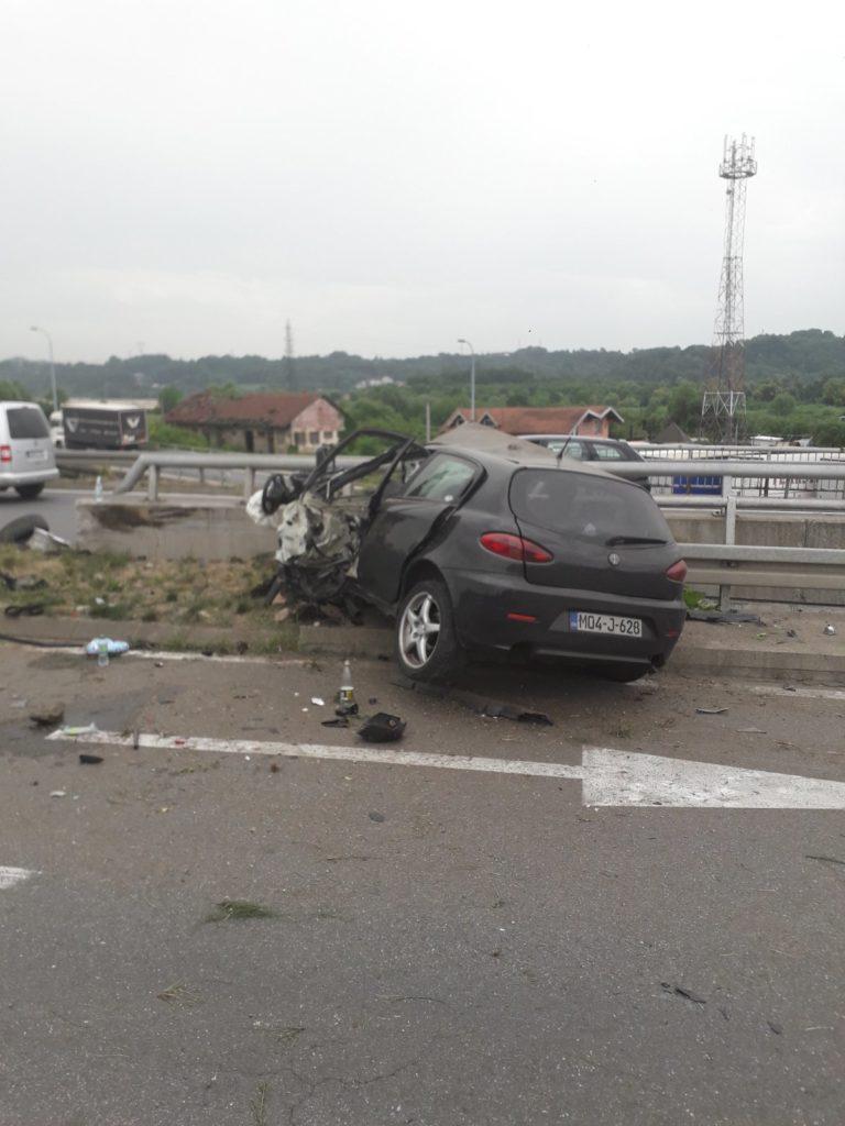 Teška saobraćajna nesreća u Tuzli, dvoje povrijeđenih (FOTO)